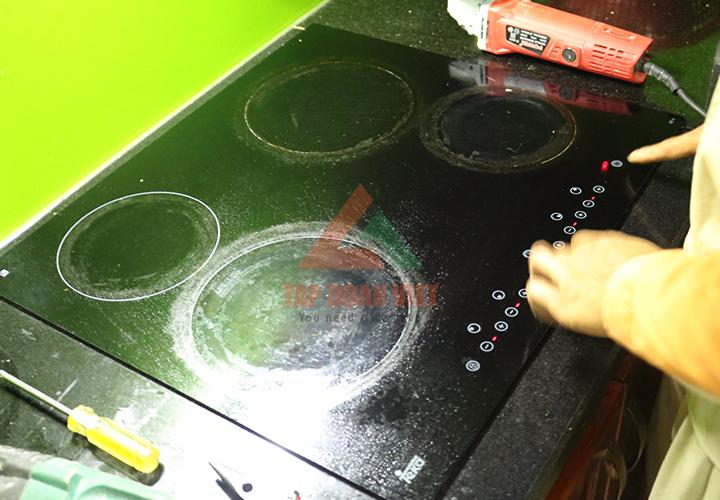 Sửa bếp từ Bosch khi gặp sự cố
