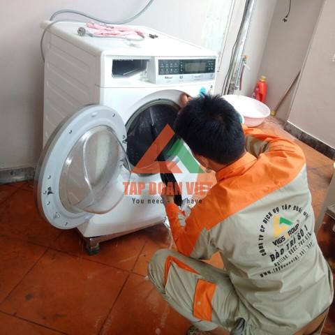 Vệ sinh máy giặt của dưới