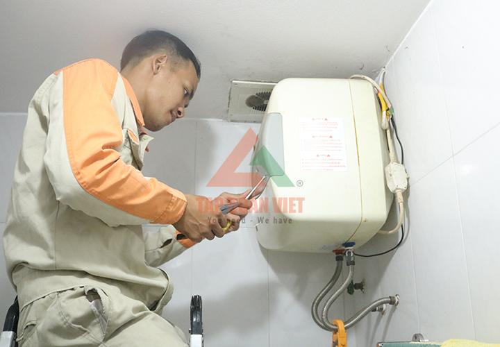 Sửa bình nóng lạnh bị rò rỉ nước triệt để