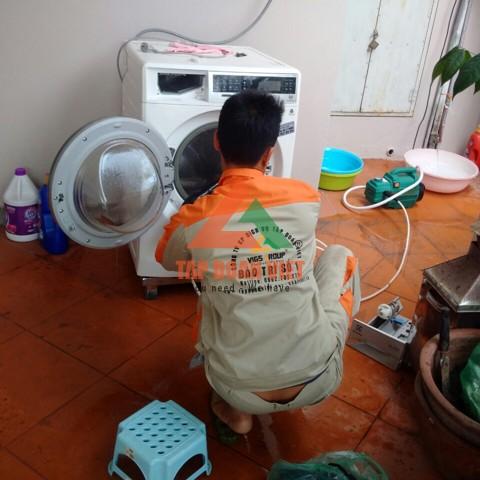 kiểm tra máy và vệ sinh máy giặt