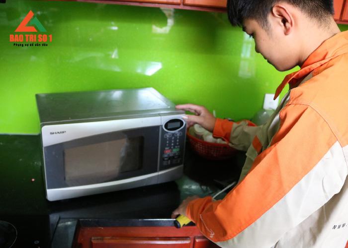 Sửa lò vi sóng không làm nóng thức ăn