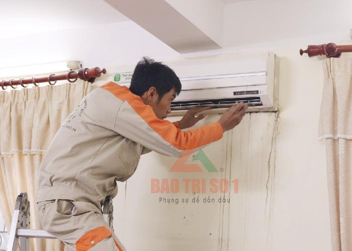 Sửa điều hòa inverter tại nhà khách hàng lỗi hết lập tức